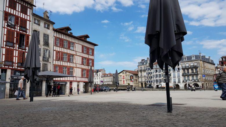 A Bayonne, le carreau des Halles devrait bientôt retrouver ses terrasses de bar animées / © Emmanuel Clerc - France 3 Euskal Herri