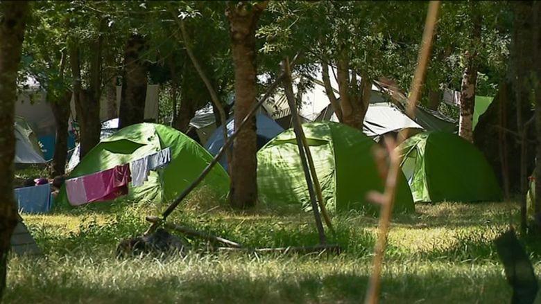 Hôtels de luxe, campings, air b'n'b... L'épidémie de Covid-19 ne fait pas dans le détail. Tous les secteurs sont concernés / © M. Millet, France Télévisions