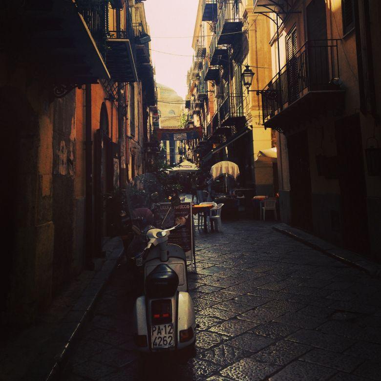 Les rues de Palerme, l'un des attraits touristiques de la Sicile / © Sébastien Bonifay