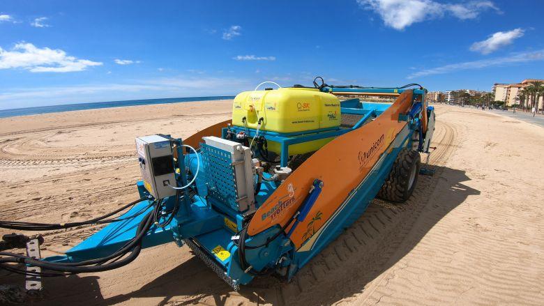 Système de nettoyage des plages par pulvérisation d'eau ozonée. / © Beach Trotters