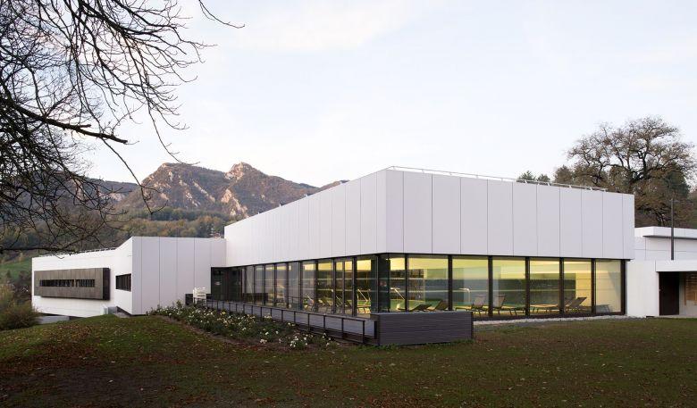 Therma Salina, l'établissement salinois situé au pied du Mont Poupet, a été inauguré en 2017. Il est ouvert de mi-février à fin décembre. / © Therma Salina