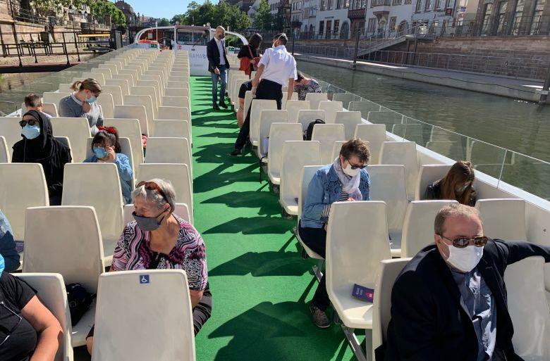 Le port du masque est désormais obligatoire sur les bateaux. / © Claire Peyrot/France Télévisions