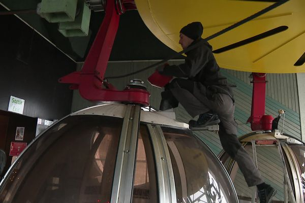 Chaque mois de janvier, le téléphérique ferme pour assurer la maintenance des cabines.