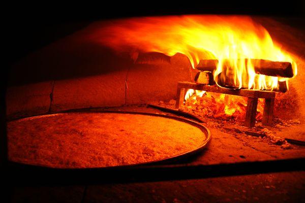 Des fours vieux de 200 ans permettent de monter à  plus de 400°C :  le secret d'une socca réussie...