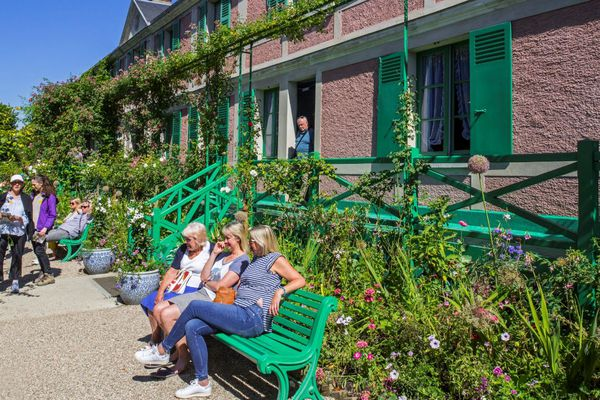 Giverny et la maison de Claude Monet sont très appréciés par les touristes américains. Ils viennent en car mais aussi et surtout, en bateau, depuis Paris ou Rouen.