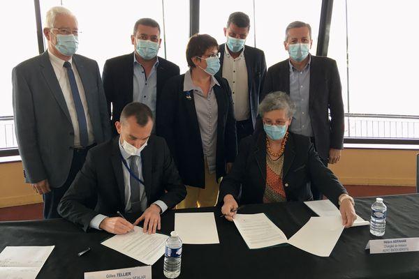 La signature de la convention entre la société Sealar, l'exploitant de l'aéroport Poitiers-Biard, et l'association Aéro Biodiversité