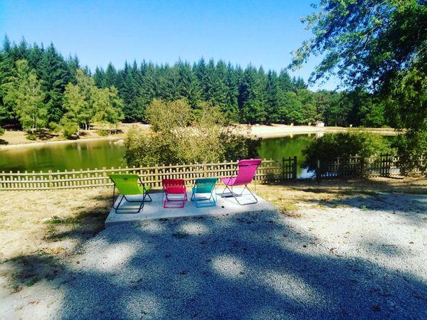 Le camping de La Forêt à Chénérailles dans la Creuse attend les réservations.