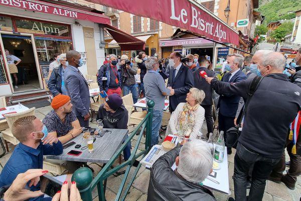 Jean Castex est allé à la rencontre des habitants dans les rues de Bourg-Saint-Maurice, le 27 mai 2021.