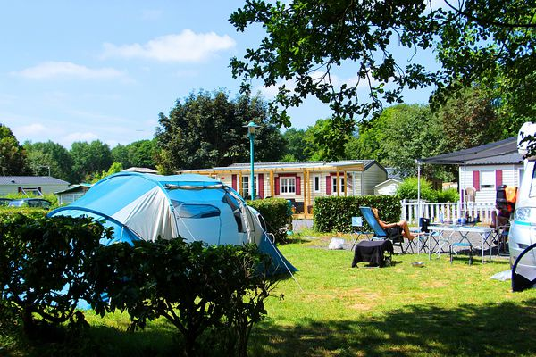 """Le camping du """"Domaine de la Motte"""" est installé à Signy-l'Abbaye."""