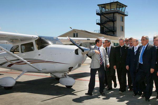 L'aéroport d'Andorre - la Seu d'Urgell, inauguré en juin 2010 par les autorités de la Generalitat de Catalunya, est situé à une trenntaine de kilomètres d'Andorre-la-Vieille.