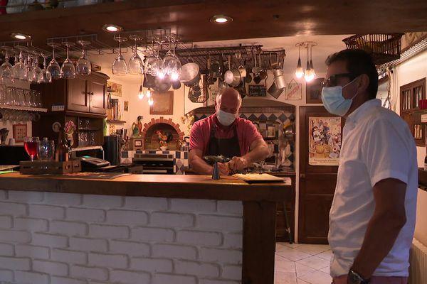Le bar a été aménagé dans la cuisine familiale.