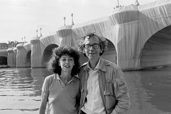 En 1985, Christo et Jeanne Claude ont empaqueté le Pont-Neuf, à Paris.
