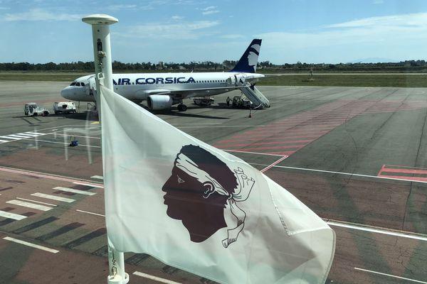 Illustration - Un airbus A320 de la compagnie régionale Air Corsica, sur le tarmac de l'aéroport de Bastia-Poretta.