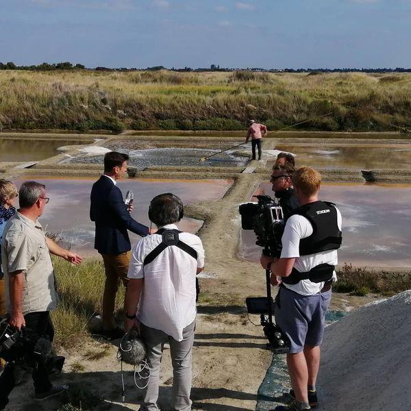 En tournage sur la saline de Benoit, le paludier